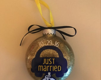 Just Married Ornament // Couple Wedding Gift // Glitter Christmas Ornament // Customized to Match Wedding Colors, Date, and Couples Name