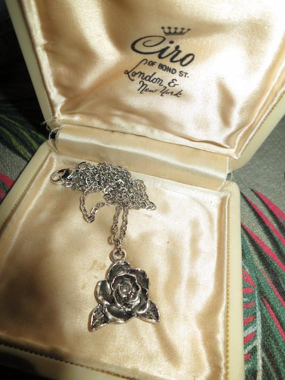 Lovely vintage 1980s silver metal carved rose pendant necklace