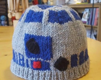 The Droid You're Looking For, A Star Wars R2D2 inspired knit baby hat