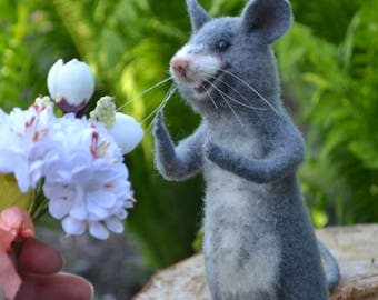 Felted happy mouse Gray mouse with flowers miniature Filtz Wool felt Needle felted animals Felted mice Needle felting toys Mouse figurine