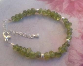 Peridot Chip Bracelet. Green Gemstone Bracelet. Healing Bracelet. Gemstone Chip Bracelet. Green Bracelet. August Birthstone.Peridot Bracelet