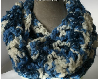 Infinityscarf/Knitted crochet/knitted shaded Blue and white/hand made/handmade/Infinity scarf/Accessories/gift for her/gift