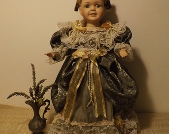 Very nice old doll, head, hands and feet porcelain Collection MOUNTASER 1996