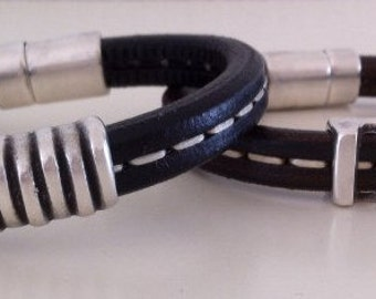 Leather men's bracelet with magnetic closure.