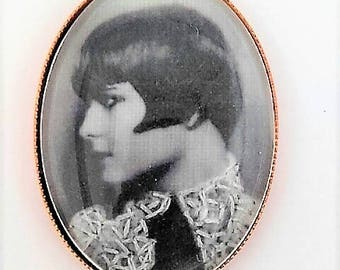 PIN Louise Brooks embroidered by hand