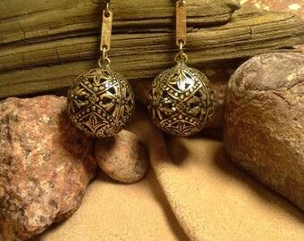 Hand burnished baroque spheres