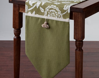 Green Traditional Table Runner #1716-90