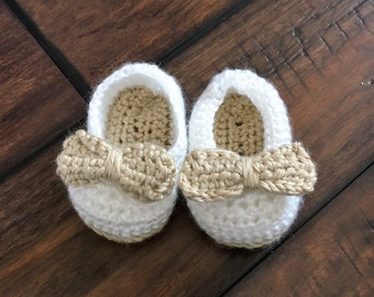 Baby shoes with bow