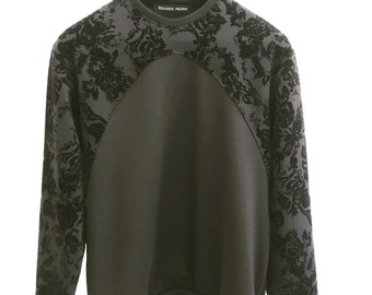 Jersey shoulders and chest with floral velvet print