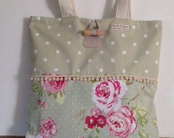 A vintage bag for any occasion with pretty trim
