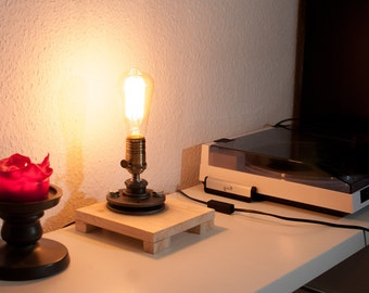 Prag - handmade desk lamp / minimalistic steampunk look / with switch on the socket / vintage industrial style