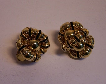 VINTAGE EARRINGS in gold and black