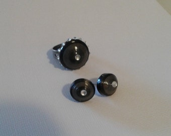 Black earrings and ring