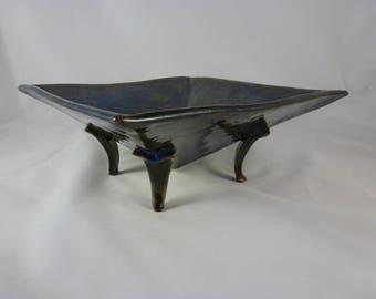 Inverted pyramid bowl
