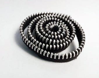 Black brooch zip