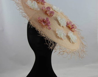 Japan-inspired fascinator // straw with delicate flowers // for weddings or ascot // on a hair band with little comb