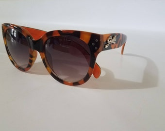Black and brown, cat eye, oversized lenses, 60s style, retro,mod, sunglases for adults. Brand new....