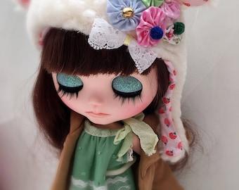 Strawberry print Yoyo pillow blythe hat, blythe helmet, blythe hat, blythe fur hat by JennyLovesBenny
