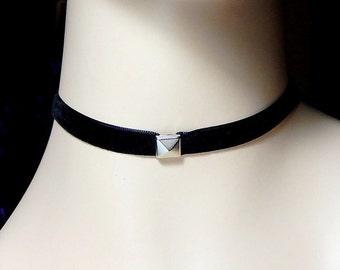 Pyramid Stud Choker Necklace, Black Velvet Studded Choker, 90s Jewelry, Grunge, Retro