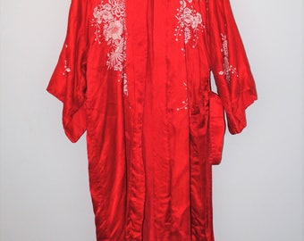 1940s red silk robe incredible 40s vintage embroidered Asian kimono jacket