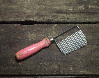 Vintage 50s PINK Cheese and Vegetable Wavy Slicer Kitchen Utensil