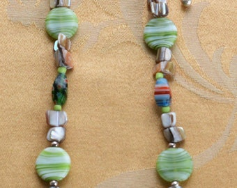 """Pretty Handmade Multi-Colored Glass,Shell Beaded Necklace, Sterling Silver, 17-1/2""""-20-1/2"""" (Q11)"""