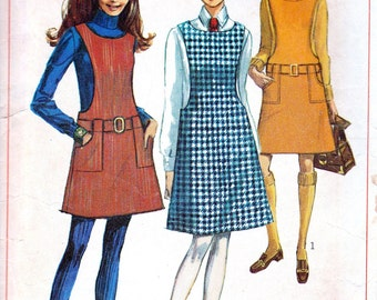 1960s Jumper Pattern - Petite Sewing Pattern - School Girl Jumper - Hipster Fashion - Retro Pattern - Simplicity 7820 - Junior - Bust 31
