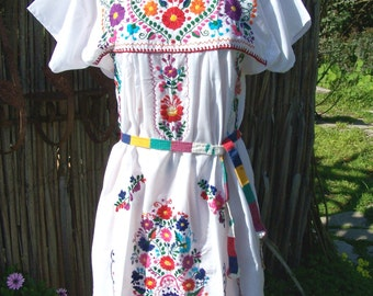 White Mexican dress, Embroidered Mexican, Floral embroidery, Frida Kahlo dress, size M