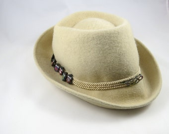 Vintage Alpine Hat with Travel Pins, Womens, Cream Off White, Olympics Circle Pin, European Tyrolean