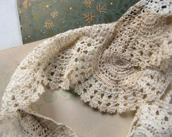 vintage crochet lace trim - scalloped cushion or doily edge - antique handmade fancywork