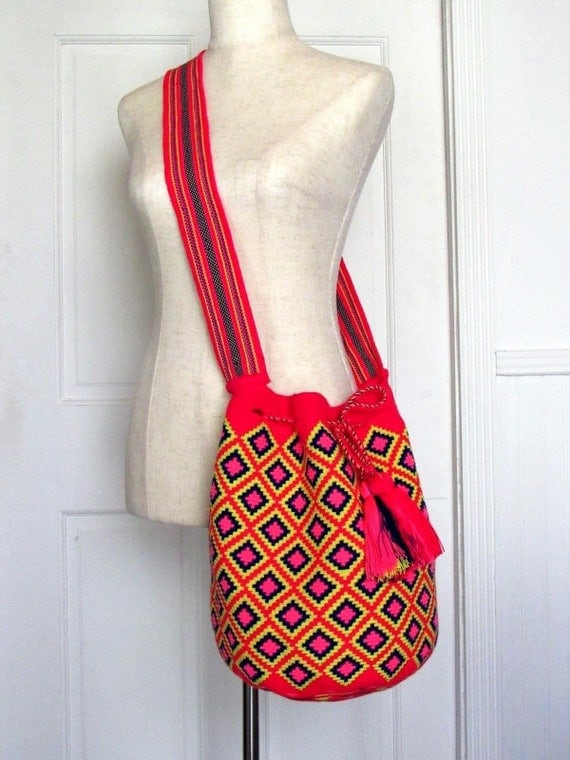 Exceptional XLarge size red single tread Wayuu mochila handmade dimond pattern cross body bag