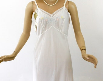 Vintage 60s Full Slip by Corhan Noumair White Nylon Crepe w Embroidered Hearts & Flowers Headstock Never Worn Size 38