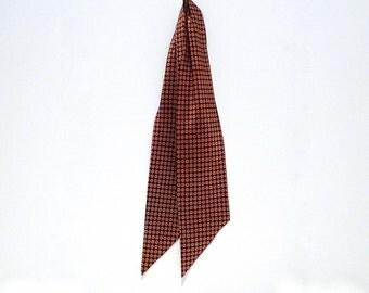 Foulard Scarf Vintage 1980s Necktie Preppy Floppy Necktie Workplace Scarf Ivy League Ascot Secretary Cravat Neckwear Yellow Gold Print