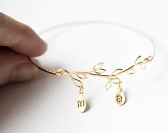 Mother Family Tree Bangle, Family Branch Mothers Day Gift, Mom From Daughter, Family Tree Jewelry, Branch Bracelet with Initials, Leaf Name