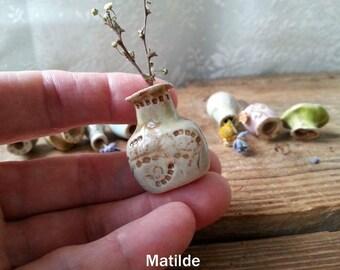 Miniature vase Dollhouse vase Tiny pottery flower vase Mini vase Ceramic clay vase Mini bud vase Tiny flower vase Housewarming gift Vase