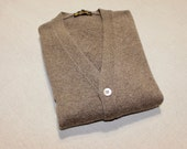 newer vintage -Loro Piana- Men's cardigan sweater. Cashmere - Light Brown brindle. Mother-of-pearl buttons. Made in Italy. Medium