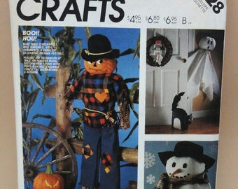 McCall's Crafts Sewing Pattern 2628 Decorative Holiday Package Ghost Snowman Scarecrow Wreath Black Cat Pumpkins Halloween Christmas Vintage