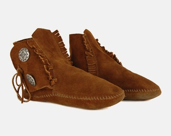 Suede Leather MINNETONKA Ankle Boots Vtg 80's Cognac Brown Moccasin Concho Flat Lace Up Fringe Country Western Hippie Booties - 8 US/38 EU