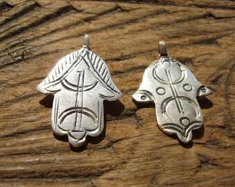 Moroccan small shiny Hand pendant with zeed free man alphabet