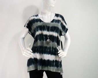 Size M black/pewter/white tie dye top with flared hips, scoop neck and short sleeves.