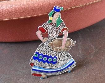 Topazio Enamel Pin - Silver Filigree - Vintage 1940s Portugal Brooch - Beautiful Lady