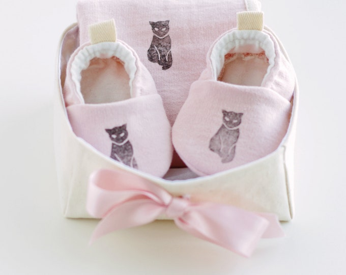 Organic Baby Gift Basket for Girls with Pink Baby Booties and Security Blanket / Newborn Organic Gift / Baby Shower Gift