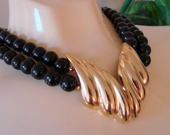 80s Vintage Modernist Black Lucite Bead Goldtone Statement Necklace Retro Modern Runway Jewelry Jewellery