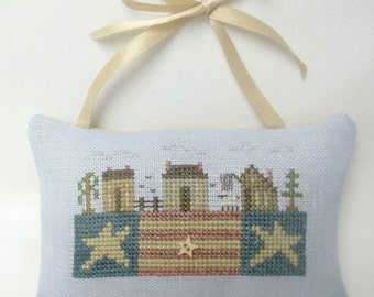 Patriotic Primitive Ornament Cross Stitch Hanging Pillow Cupboard Hanger