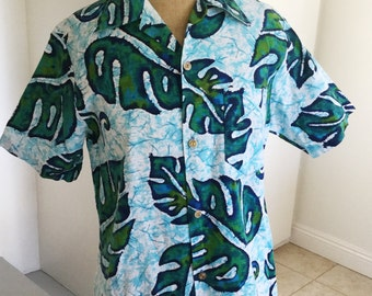 Vintage  Made in Hawaii  mens hawaiian shirt with large tropical leaves size M