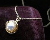 14k Pearl Pendant Necklace Vintage Freshwater Pearl Necklace Fourteen Karat Pearls Delicate Yellow Gold 585