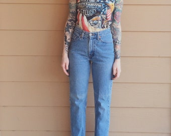 Levi's High Waisted Vintage Skinny Leg Petite Mom Jeans // Women's size 24 Short XS