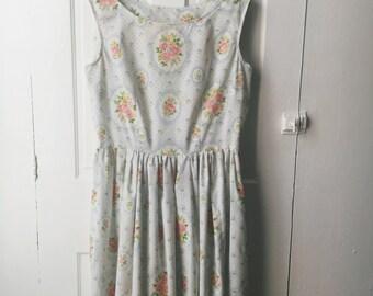 50s Style Sleeveless Dress with Full Skirt