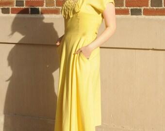 1940s Vintage Canary Yellow Gabardine Short Sleeve Dress w/ Rhinestone Floral Detail Large