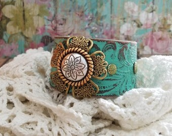 Floral Concho Brown Leather Cuff Bracelet > Flower Bracelet. Boho Jewelry. Southwestern. Western Jewelry. Rustic. Country. Gypsy. Turquoise